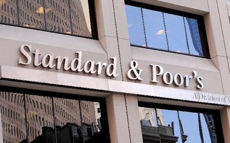 S&P: Δεν αναβαθμίζουμε τις τράπεζες αν δεν αρθούν τα capital controls