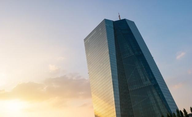 ΕΚΤ προς τράπεζες: Βρείτε κεφάλαια ή ξεφορτωθείτε τα «κόκκινα» δάνεια
